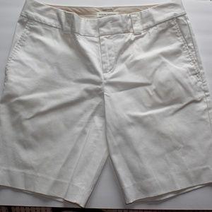 White Banana Republic Bermuda Shorts (Size 6)